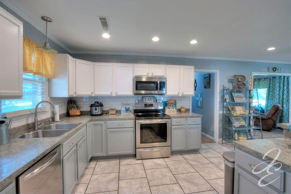 Kitchen w/Recessed Lights, Smooth Ceiling
